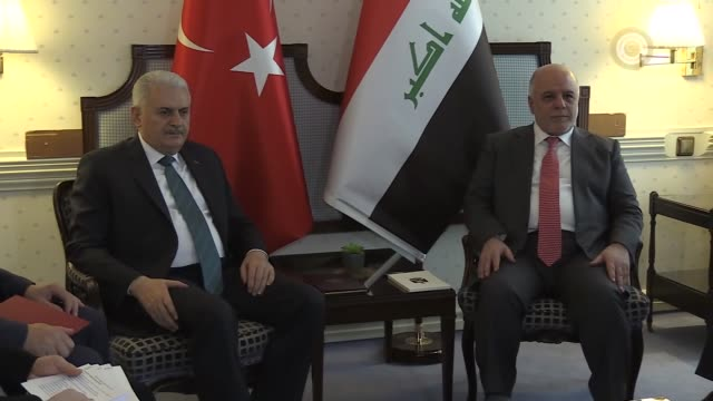 turkish prime minister binali yildirim and his iraqi counterpart haider al-abadi hold a meeting on the sidelines of the munich security conference on... - トルコ首相点の映像素材/bロール