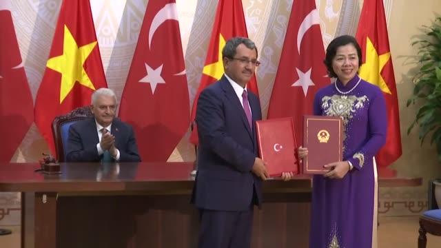 turkish prime minister binali yildirim and his vietnamese counterpart nguyen xuan phuc attend a signing ceremony of bilateral agreements between... - binali yildirim stock-videos und b-roll-filmmaterial