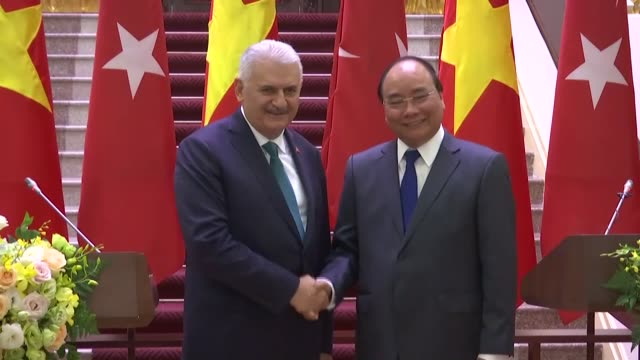 Turkish Prime Minister Binali Yildirim and Vietnamese Prime Minister Nguyen Xuan Phuc attend a joint press conference following tehir meeting at the...