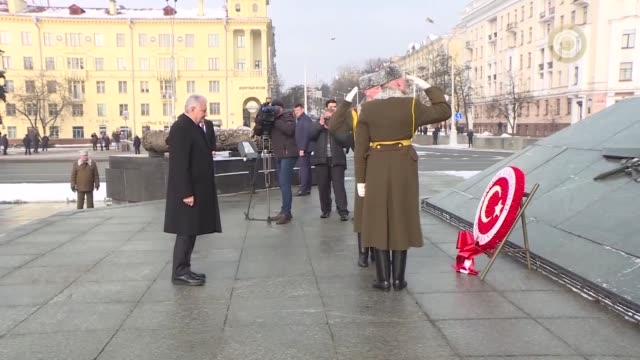Turkish Prime Minister Binali Yildirim attends a wreath laying ceremony at the Victory Monument in Minsk Belarus on February 15 2018 Turkish Prime...