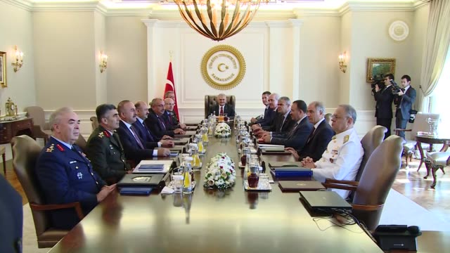 turkish prime minister binali yildirim chairs the meeting of turkey's supreme military council at cankaya palace in ankara, turkey on august 23,... - primo ministro turco video stock e b–roll