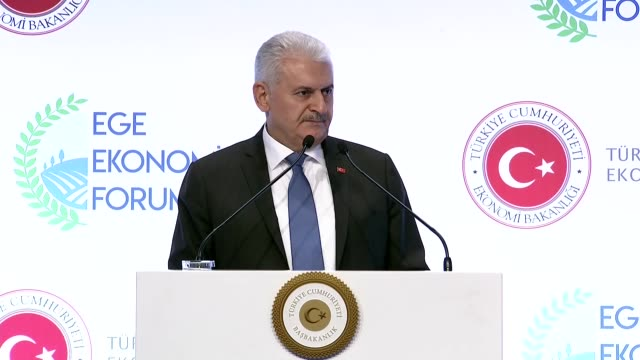 turkish prime minister binali yildirim delivers a speech at the aegean economic forum in izmir turkey on october 25 2017 turkish economy minister... - binali yildirim stock-videos und b-roll-filmmaterial