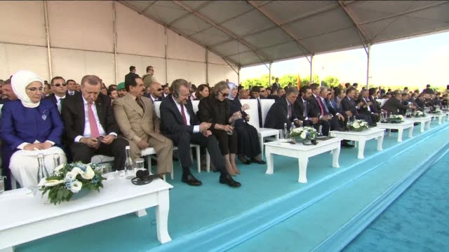 turkish prime minister binali yildirim delivers a speech during the opening ceremony of the yavuz sultan selim bridge in istanbul, turkey on august... - primo ministro turco video stock e b–roll