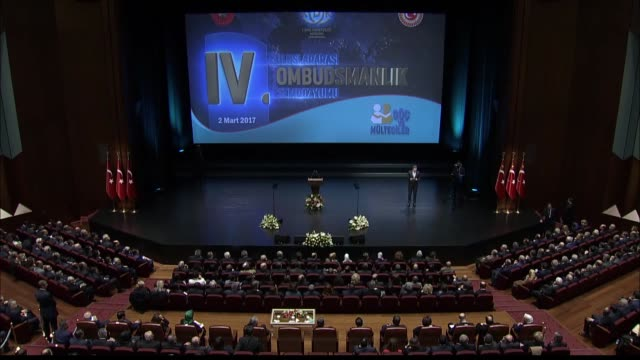 turkish prime minister binali yildirim delivers a speech during the 4th international symposium on ombudsman institutions at bestepe people's... - primo ministro turco video stock e b–roll