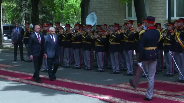 turkish prime minister binali yildirim inspects honor guards during a welcoming ceremony as he is welcomed by prime minister of moldova pavel filip... - türkischer premierminister stock-videos und b-roll-filmmaterial