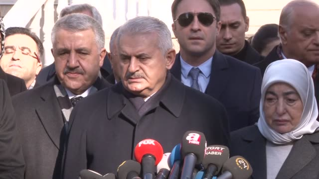 turkish prime minister binali yildirim makes statement during a press briefing in kahramanmaras after a bus transporting soldiers was hit by an... - binali yildirim stock-videos und b-roll-filmmaterial