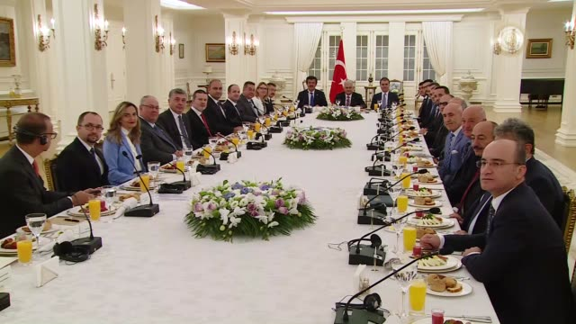 turkish prime minister binali yildirim meets with german executives invested in turkey, at cankaya palace in ankara on july 27, 2017. german... - primo ministro turco video stock e b–roll