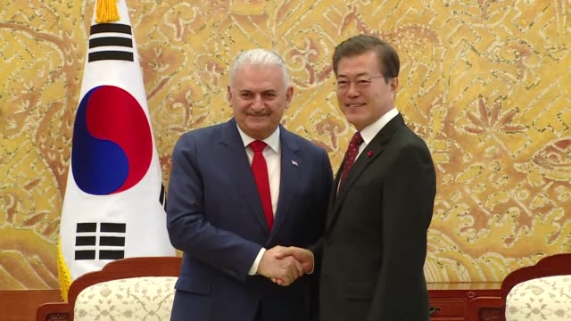 turkish prime minister binali yildirim meets with south korean president moon jae-in at the blue house in seoul, south korea on december 06, 2017. - türkischer premierminister stock-videos und b-roll-filmmaterial