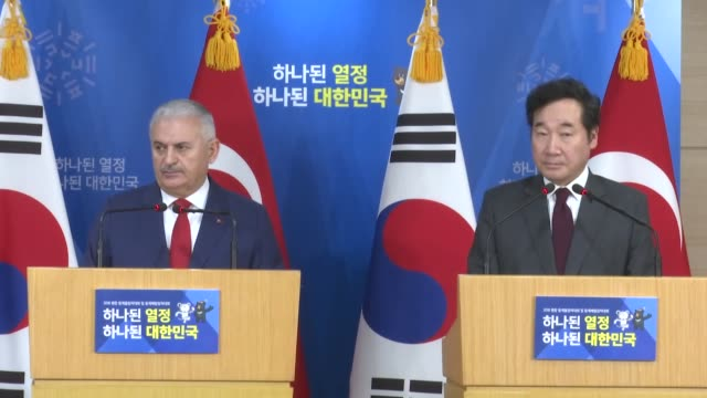 turkish prime minister binali yildirim speaks at a joint press conference with his south korean counterpart lee nakyeon following their meeting on... - binali yildirim stock-videos und b-roll-filmmaterial