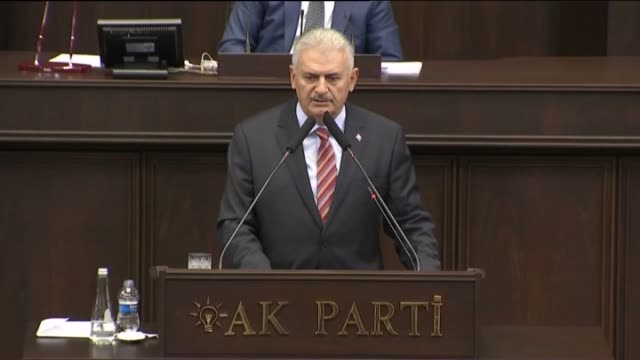 turkish prime minister binali yildirim speaks at the parliamentary group meeting of his justice and development party at the grand national assembly... - トルコ首相点の映像素材/bロール