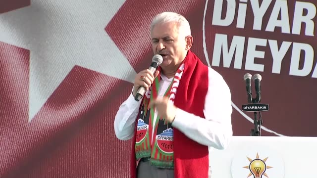 turkish prime minister binali yildirim speaks at the support for jerusalem rally in southeastern diyarbakir province of turkey on may 20, 2018. prime... - 70周年点の映像素材/bロール