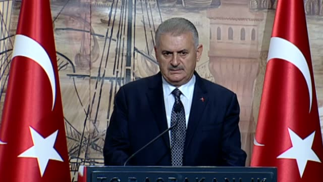 august 26: turkish prime minister binali yildirim speaks during a joint press conference with bulgarian prime minister boyko borissov following their... - primo ministro turco video stock e b–roll