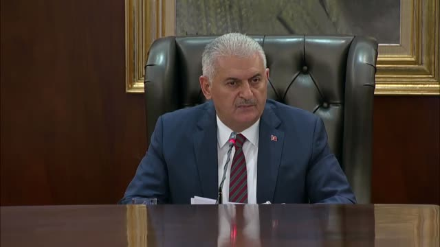 turkish prime minister binali yildirim speaks to media regarding failed coup attempt after cabinet meeting at cankaya palace, in ankara, turkey on... - primo ministro turco video stock e b–roll