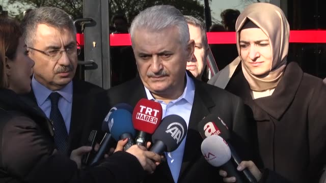 turkish prime minister binali yildirim speaks to the media about the istanbul terror attacks on december 11, 2016 in istanbul, turkey. at least 38... - primo ministro turco video stock e b–roll