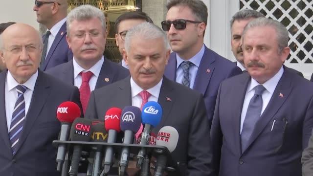 turkish prime minister binali yildirim speaks to the media in istanbul, turkey on april 16, 2018. turkey's prime minister on monday urged greece to... - primo ministro turco video stock e b–roll
