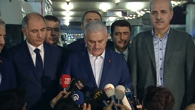 turkish prime minister binali yildirim speaks to the press regarding istanbul terror attack on june 29, 2016 in istanbul. at least 36 victims and... - primo ministro turco video stock e b–roll