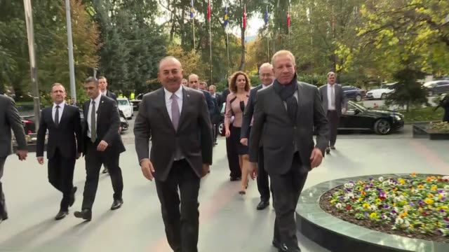 turkish prime minister binali yildirim welcomes his somali counterpart hassan ali khayre with an official ceremony at the cankaya mansion in ankara... - binali yildirim stock-videos und b-roll-filmmaterial