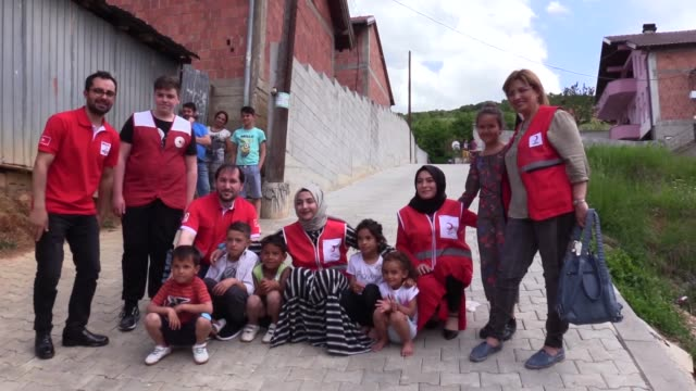 turkish red crescent lent a helping hand to hundreds of needy people in kosovo as part of its relief work during the muslim holy month of ramadan on... - 四旬節点の映像素材/bロール