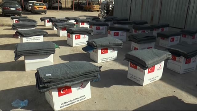 stockvideo's en b-roll-footage met turkish red crescent provide humanitarian aid to iraqi turkmen refugees in najaf who fled from isil attacks in iraq on 2 march 2015 - najaf