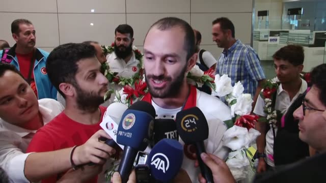 stockvideo's en b-roll-footage met turkish runner ramil guliyev who became world champion thursday and gave turkey its first gold medal in the men's 200 meters in his surprising... - atletiek atleet