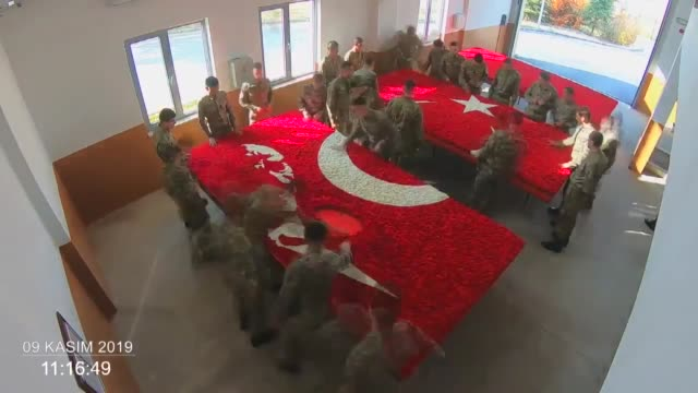 turkish soldiers make final preparations for a commemorative ceremony at anitkabir, the mausoleum of the founder of turkish republic mustafa kemal... - ムスタファ ケマル アタテュルク点の映像素材/bロール