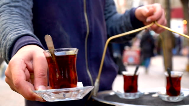 turkish tea - regole dell'etichetta video stock e b–roll