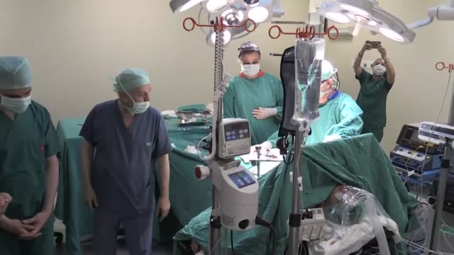 Turkish university in eastern Malatya province has started five simultaneous liver transplantation surgeries in a bid to set the Guinness World...