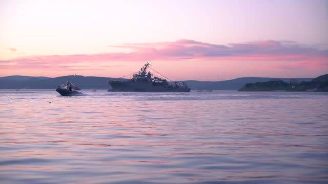 vidéos et rushes de navire de guerre turc - cuirassé