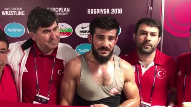 vídeos de stock e filmes b-roll de turkish wrestler soner demirtas wins gold medal in the european wrestling championship after beating french zelimkhan khadjiev in the russian city of... - campeonato desportivo