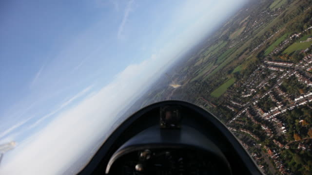 stockvideo's en b-roll-footage met turn during glider flight - zweefvliegtuig