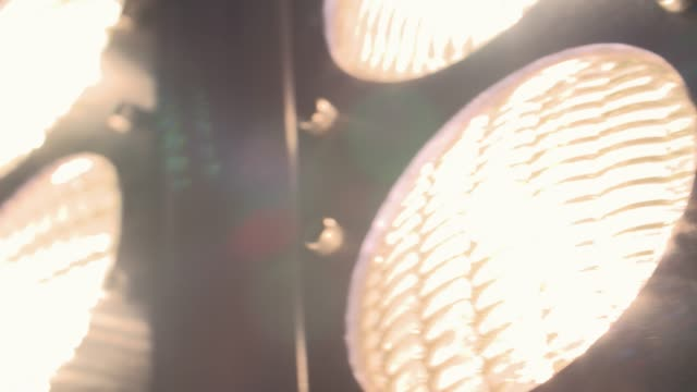 vídeos de stock e filmes b-roll de turn on light bulb - slow motion - holofote