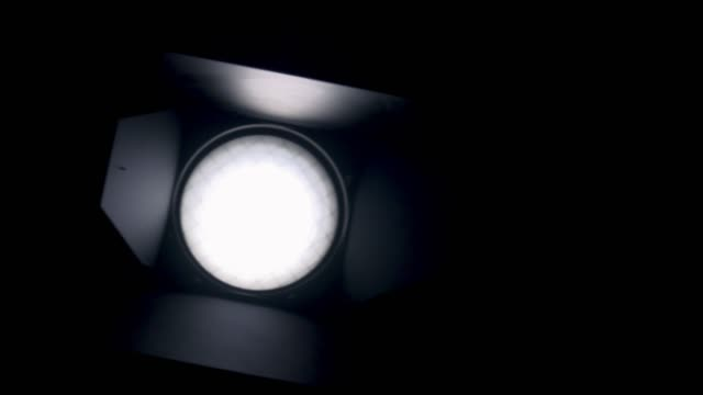 Light Bulb einschalten-Slow Motion