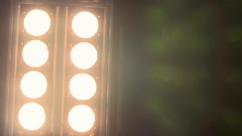 vídeos y material grabado en eventos de stock de encienda la bombilla-cámara lenta - reflector luz eléctrica