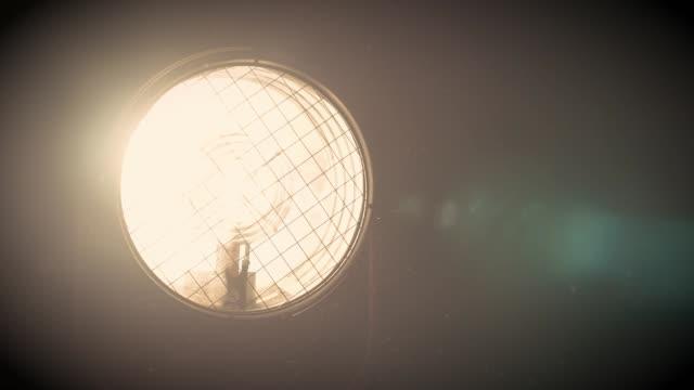 電球をオンにする-スーパースローモーション - 撮影現場点の映像素材/bロール