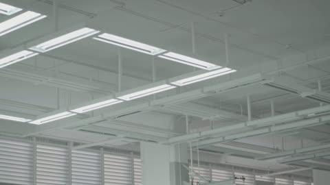 släcka lampor i lager - ljusutrustning bildbanksvideor och videomaterial från bakom kulisserna