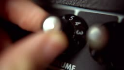 turning the volume knob on guitar amplifier