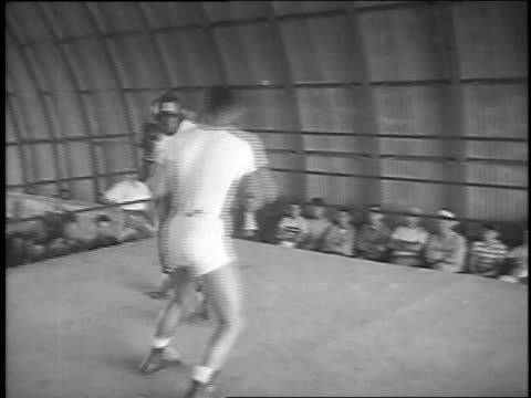 turpin sparring / turpin smiling - 1951 stock-videos und b-roll-filmmaterial
