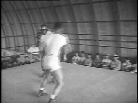 stockvideo's en b-roll-footage met turpin sparring / turpin smiling - 1951