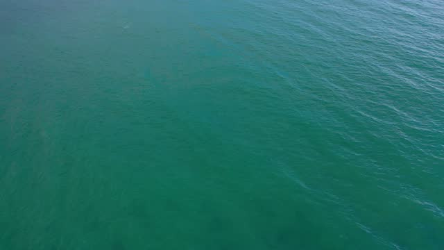 stockvideo's en b-roll-footage met turquoise blue sea, water surface, panning view, abstract background, aerial view - monochroom