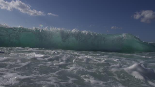 stockvideo's en b-roll-footage met turquoise breaker splashes over camera, bahamas - bimini