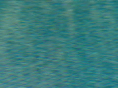 stockvideo's en b-roll-footage met turquoise water rippling in tiled swimming pool - buitenbad