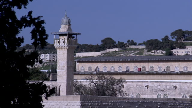 a turret provides a lookout point from the wall surrounding jerusalem. - surrounding wall stock-videos und b-roll-filmmaterial