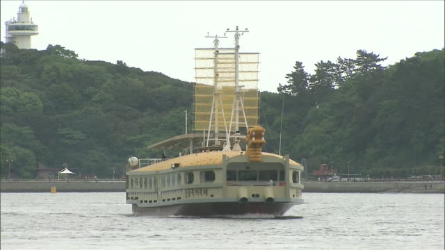 ms turtle ship sightseeing tourboat flowing in 2012 yeosu world expo / yeosu, jeollanam-do, south korea - tourboat stock videos & royalty-free footage