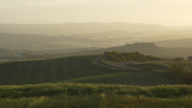 tuscany, a bus driving in the tuscan landscape - standbildaufnahme stock-videos und b-roll-filmmaterial