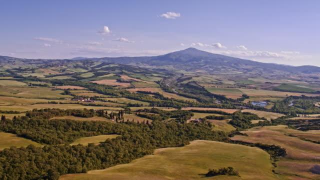 tuscany hills - abwesenheit stock-videos und b-roll-filmmaterial