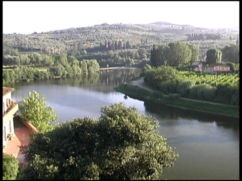 tuscany, italy river bend in countryside - river bend land feature stock videos & royalty-free footage