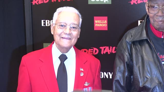 tuskegee airmen at red tails premiere red carpet new york ny united states - tuskegee airmen stock-videos und b-roll-filmmaterial