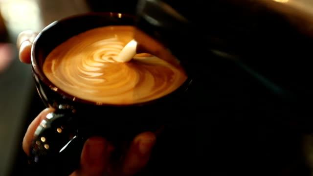 tutorial barista making art latte, slow motion - art stock-videos und b-roll-filmmaterial