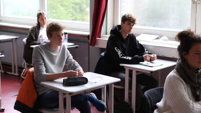 twelvegraders come back to school for the first time since march whereby the lessons for each pupil take place only every second day and only half of... - lavagna video stock e b–roll