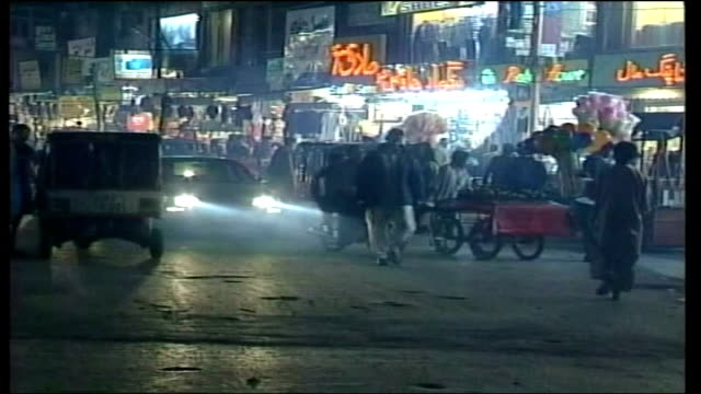 vidéos et rushes de twelve-year-old girl abducted in stornoway; pakistan: lahore: ext / night traffic and pedestrians along busy street meat being cooked at street... - province du panjab